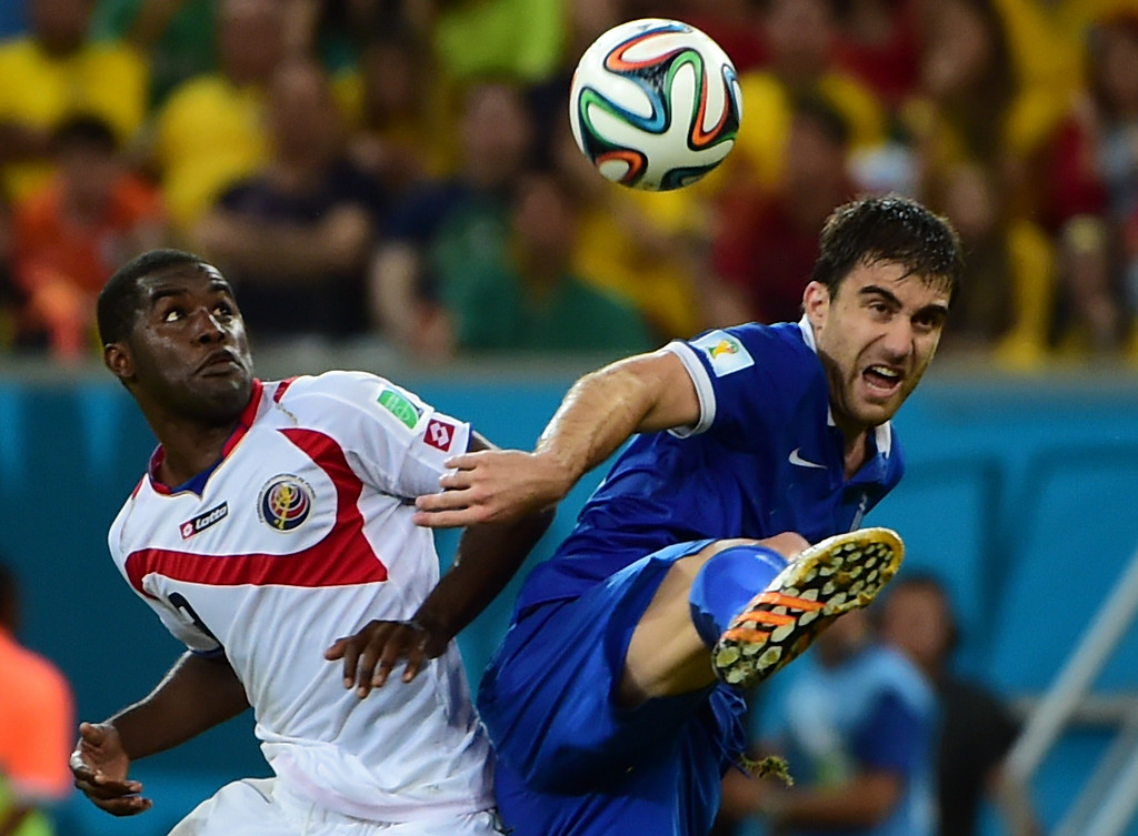 . Costa Rica\'s forward Joel Campbell (L) challenges Greece\'s defender Sokratis Papastathopoulos during the round of 16 football match between Costa Rica and Greece at Pernambuco Arena in Recife during the 2014 FIFA World Cup on June 29, 2014. AFP PHOTO / RONALDO SCHEMIDT