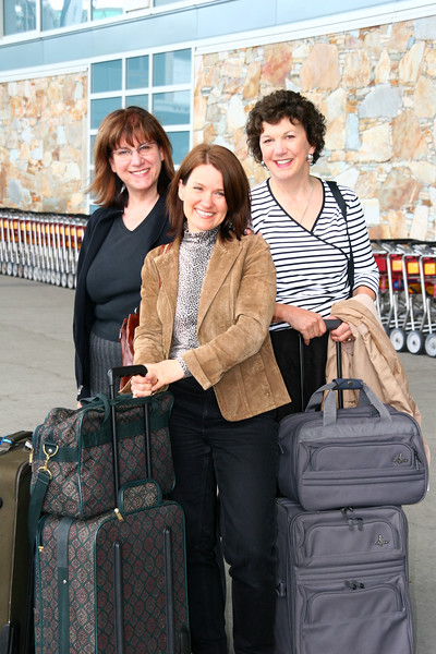 The three amiga's ready to fly off.  That's Joanne Duma in front, and Pat Mitchell on the right.