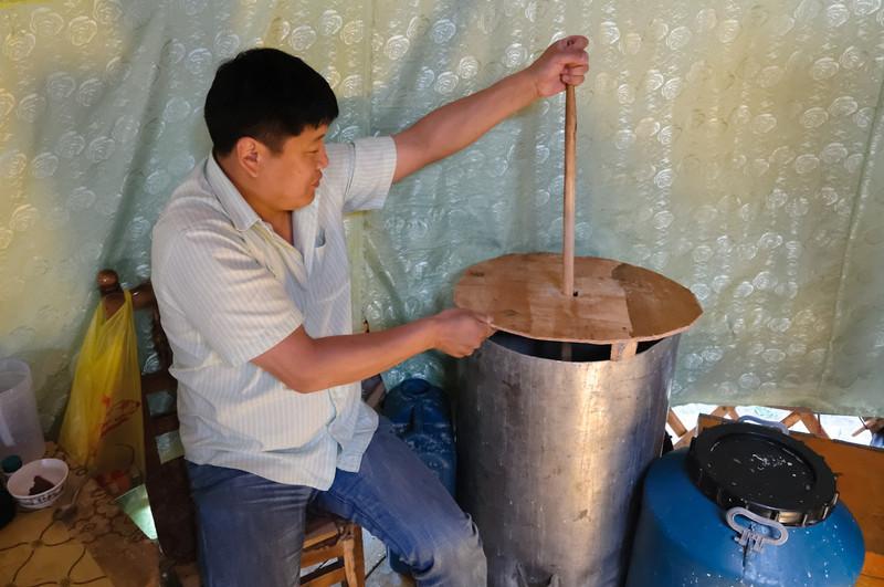 In diesem Topf wird die vergorene Stutenmilch zubereitet. Uns schmeckte sie allerdings nicht so gut.