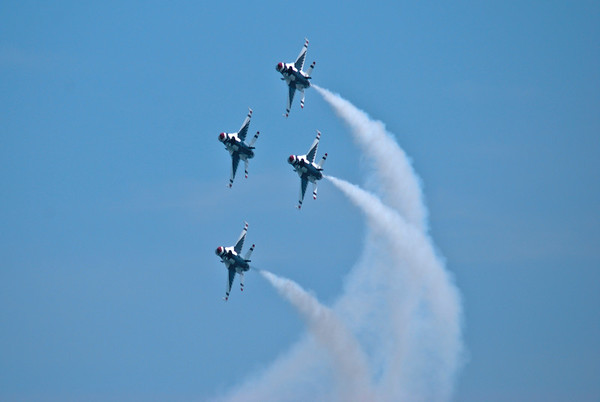 THUNDERBIRDS  UNITED STATES AIR FORCE- OCEAN CITY, MD. JUNE 2010