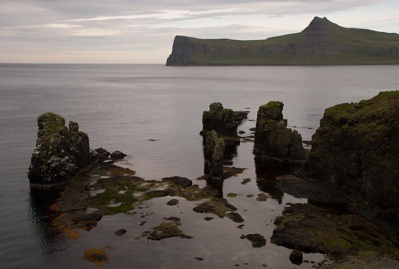 Á leiðinni út Rekavík eru margir stöplar