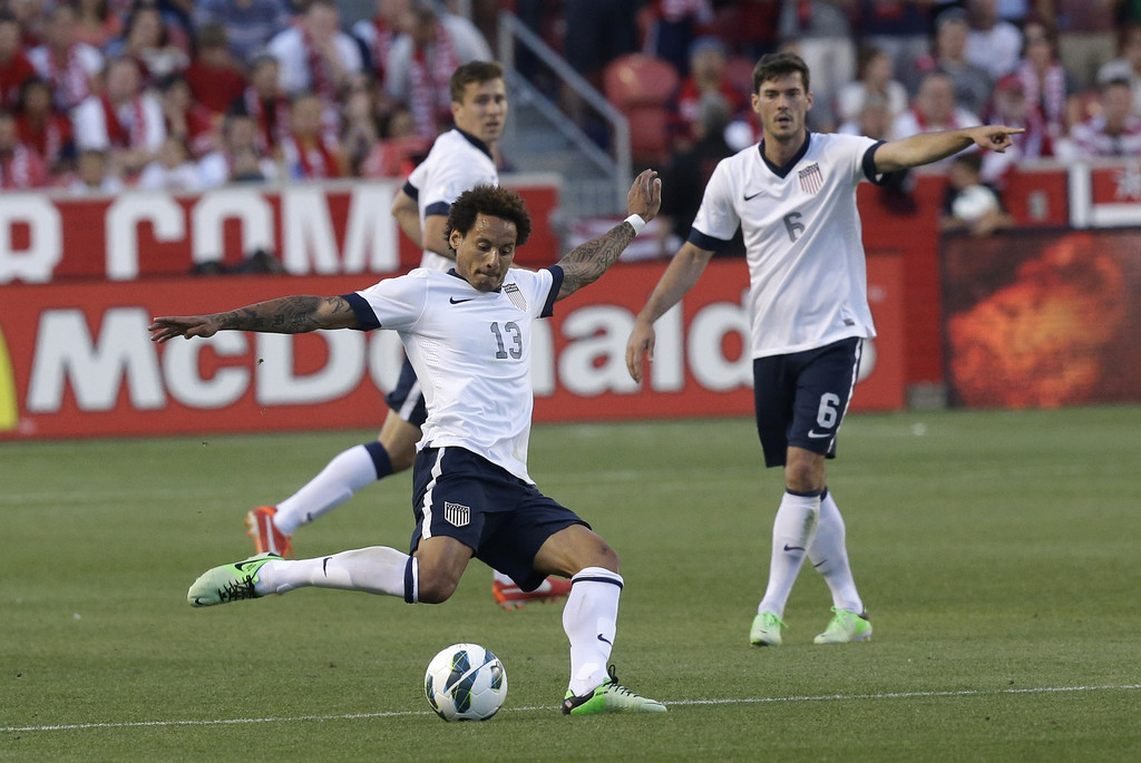 . United State\'s Jermaine Jones passes the ball while teammate Brad Evans point down field in the second half during an World Cup qualifying soccer match against Honduras, at Rio Tinto Stadium on Tuesday, June 18, 2013, in Sandy, Utah.  (AP Photo/Rick Bowmer)