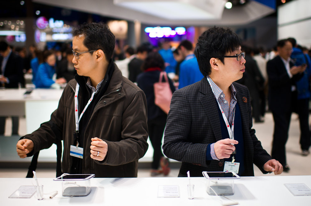 . Visitors look at new Samsung devices during the first day of the Mobile World Congress 2013 at the Fira Gran Via complex on February 25, 2013 in Barcelona, Spain. The annual Mobile World Congress hosts some of the world\'s largest communication companies, with many unveiling their latest phones and gadgets. (Photo by David Ramos/Getty Images)