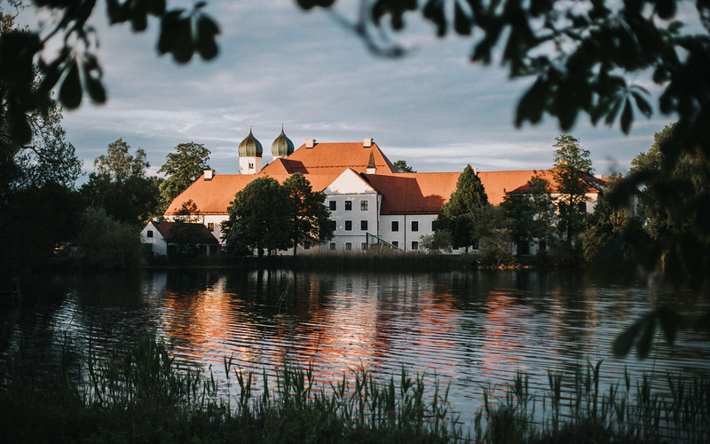 Sommerliche Hochzeit Kloster Seeon (2).jpg
