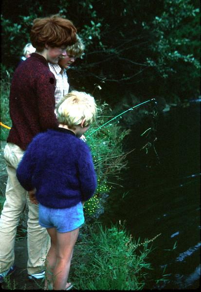 1977-1 (2) Andrew 7 yrs 5 mths, Susan 11yrs 6 months, David 13 yrs 1mth & Allen 5 yrs 8 mths @ Apollo Bay fishing.jpg
