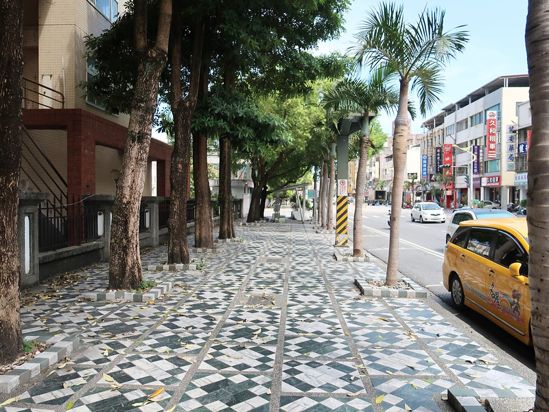 IMG_8845-tiled-footpath.jpg