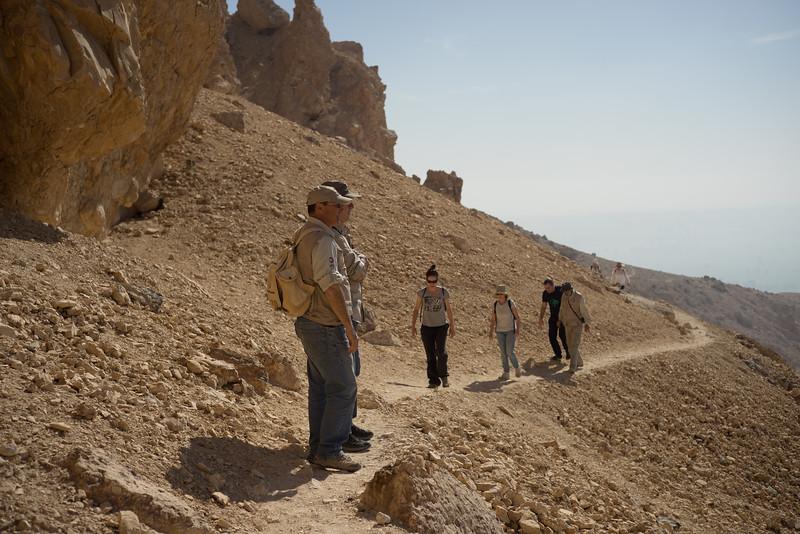 De marcha por la montaña Tebana