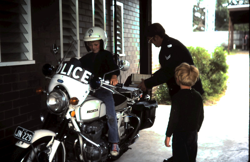 1976-12-26 (20) Andrew 7 yrs 4 mths on police bike @ Sorento watched by Allen 5 yrs 7 mths.JPG