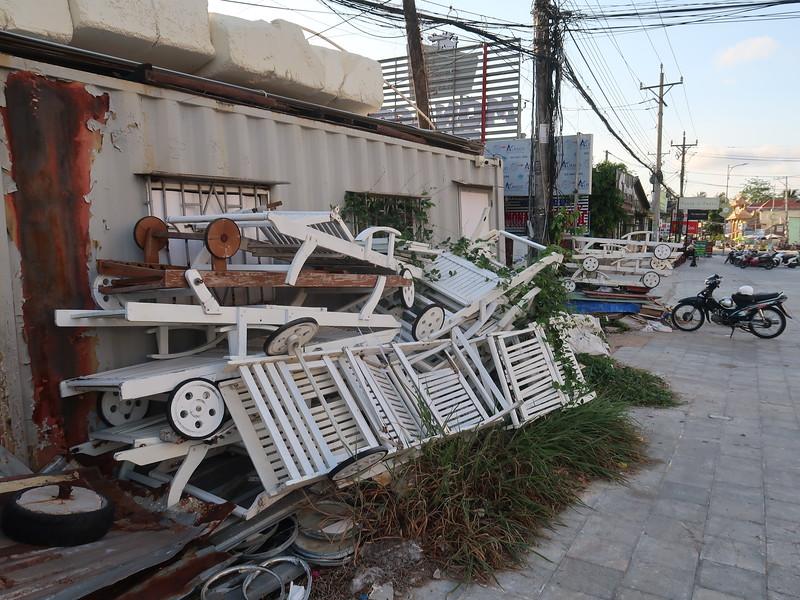 IMG_9397-broken-beach-chairs.JPG