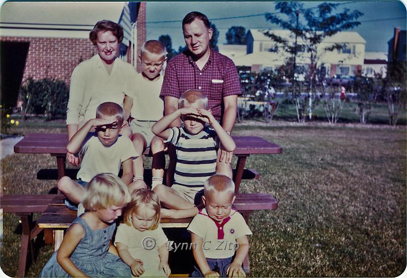 MOM,DANA,DAD,CRAIG,MARK,LYNN,JOY & SCOTT 1961