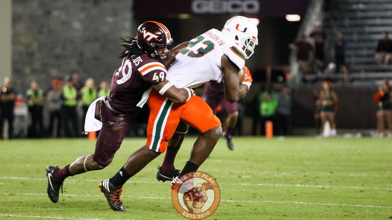 LB Tremaine Edmunds (49) makes another tackle late in the 4th quarter. (Mark Umansky/TheKeyPlay.com)