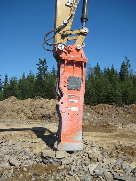 NPK GH40 hydraulic hammer on Cat excavator (1).jpg