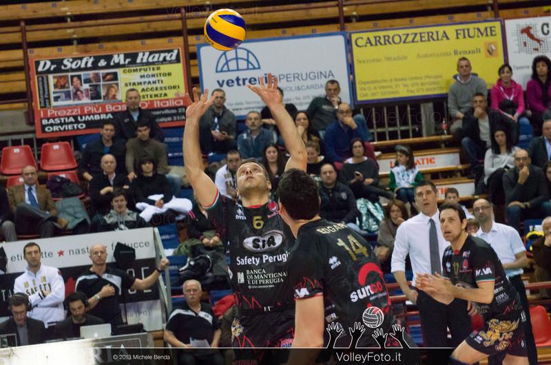 Daldello Nicola (Perugia) alza il pallone