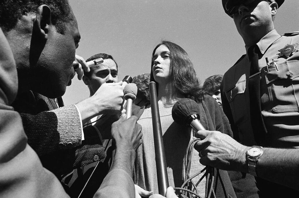 ". Susan Atkins, whose testimony led to the grand jury indictments of Charles Manson and members of his ""family,\"" is questioned by newsmen as she arrived at the Los Angeles County Jail, March 5, 1970, for a face-to-face meeting with Manson, the first since the group\'s murder indictments. (AP Photo)"