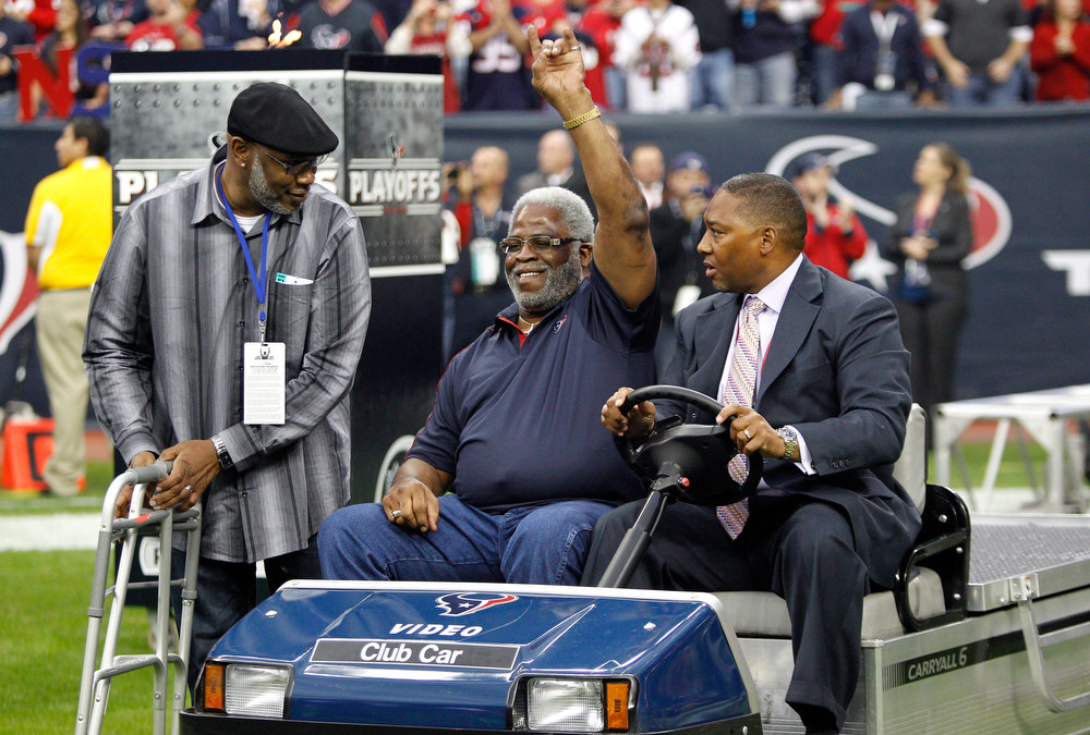 Description of . Former Houston Oilers running back Earl Campbell attends the game between the Houston Texans and the Cincinnati Bengals during their AFC Wild Card Playoff Game at Reliant Stadium on January 5, 2013 in Houston, Texas.  (Photo by Bob Levey/Getty Images)