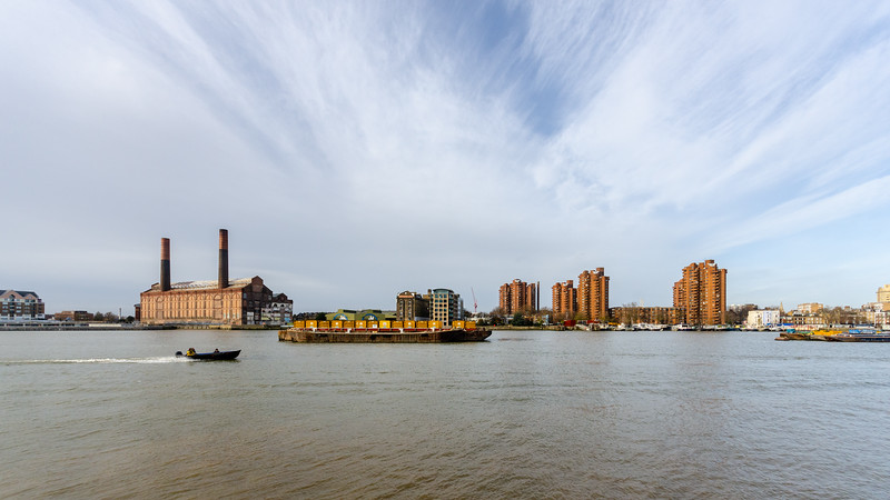 Boats and barges in Battersea Reach