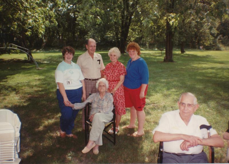 1988 (Samantha, Ellis, Eileen & Joyce Sullivan, Helen Clark).jpg
