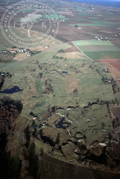 Grassland with divided fields and stone walls (20 November, 1988). | LH.0309