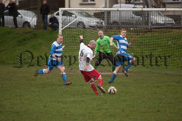 Martin Duffy has a go at goal for Ashgrove. RS1709006