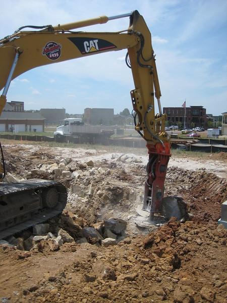 NPK GH9 hydraulic hammer (sn 91377) on Cat excavator (5).jpg