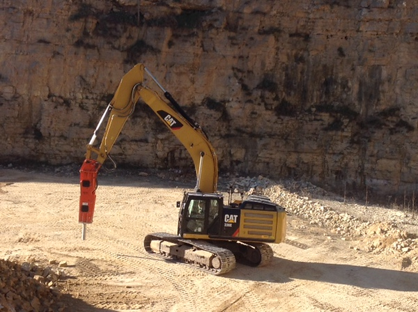 NPK GH15 hydraulic hammer on Cat 336EL excavator - making rip rap (5).JPG
