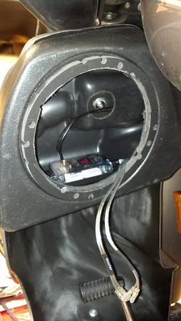 2004 Harley Davidson FLTRi Custom Speaker Pod Installation - USA