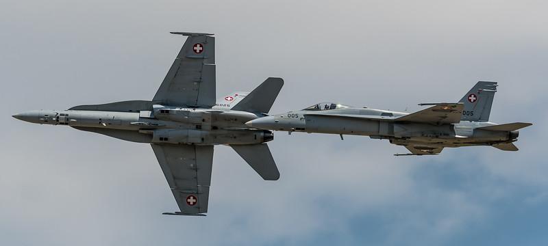 Swiss Air Force / McDonnell Douglas F/A-18C Hornet / J-5005 & J-5025