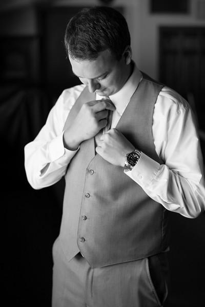 groom-getting-ready (22 of 28).jpg