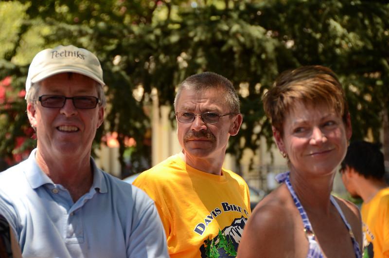 Doug and Laurie Wainwright (Susanville control captains) and Jan Erik Jensen (center)
