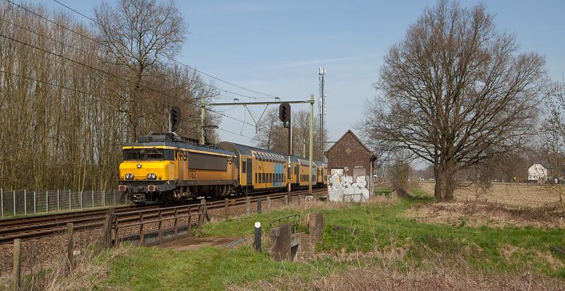 1762 with DD-ARs southbound between Susteren and Nieuwstadt.