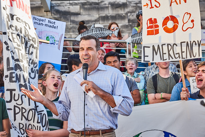 Mayor Liccardo Addresses Enthusiastic Climate Strikers at San Jose City Hall