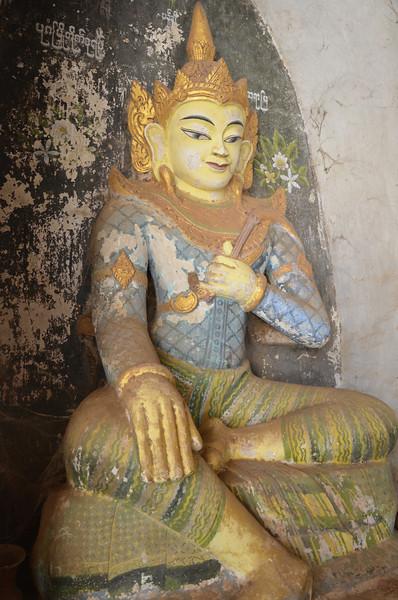DSC_3874-ananda-phaya-entrance-figure.JPG