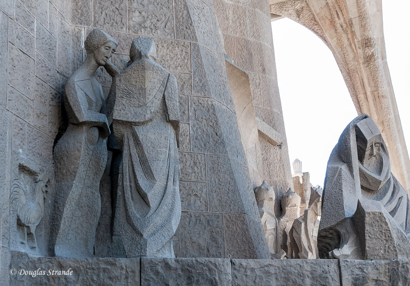 Barcelona: La Sagrada Familia, the rooster crows and Peter is dismayed