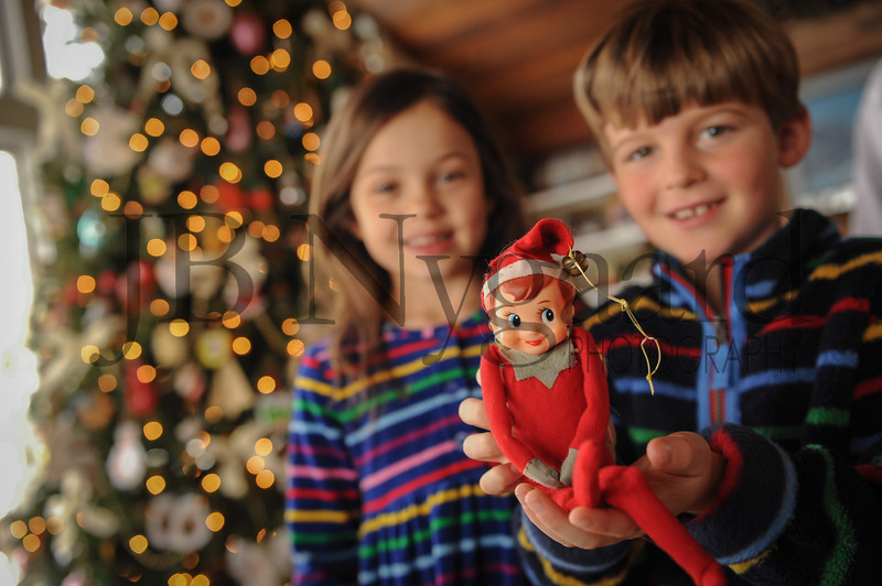 12-29-17 Elf - Cousins Phoebe Edwards-Leaper with Hunter Edwards and the Edwards' Elf.jpg