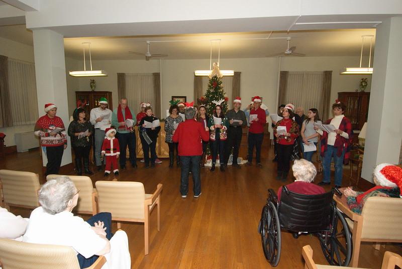 2016-12-14-Community-Christmas-Caroling_007.jpg
