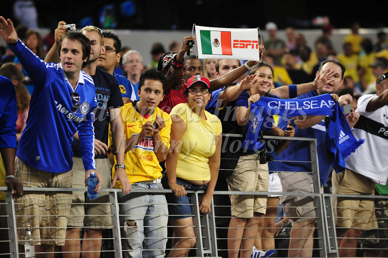 July 26 2009 World Football Challenge - Chelsea FC v Club America:  Chelsea fans in action at the Cowboys Stadium in Arlington, Texas. Chelsea FC beats Club America 2-0.