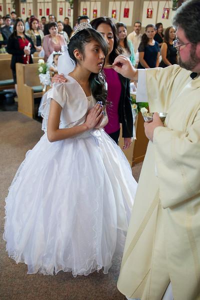 Communion Hispanic-9116-16 4x6.JPG