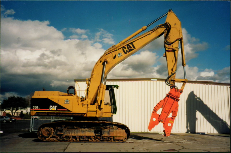 NPK M38G concrete pulverizer on Cat excavator (2).JPG