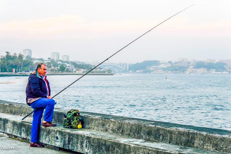Fisherman @river, Porto.jpg