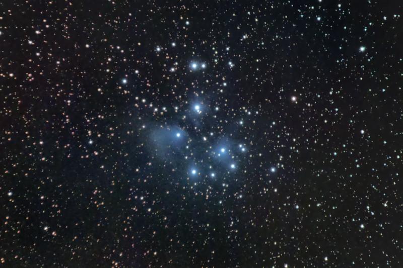 Otevřená hvězdokupa M45 Plejády s reflexními mlhovinami v souhvězdí Býka, únor 2015, Olomouc. 49x60s, dark, flat, bias, ISO 1600, Canon 350D full spectrum, Canon EF-S 55-250 IS @ 250mm f/7.1, EQ2