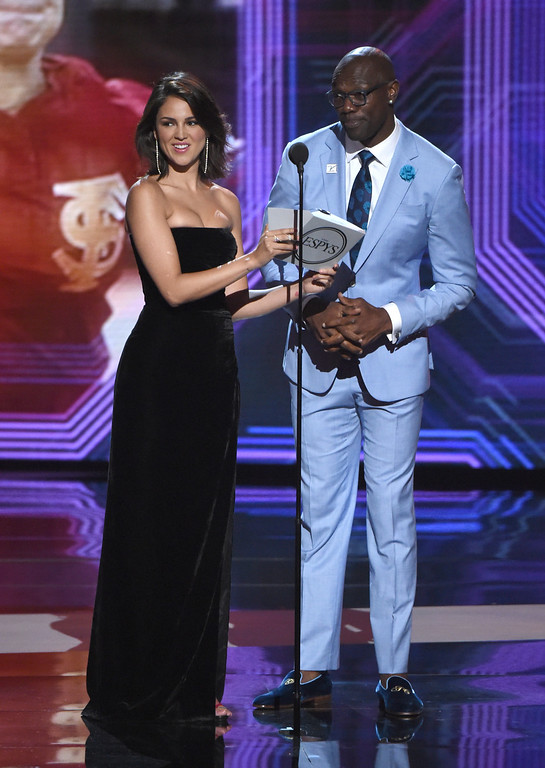 . Eiza Gonzalez, left, and Terrell Owens present the award for best play, at the ESPY Awards at Microsoft Theater on Wednesday, July 18, 2018, in Los Angeles. (Photo by Phil McCarten/Invision/AP)