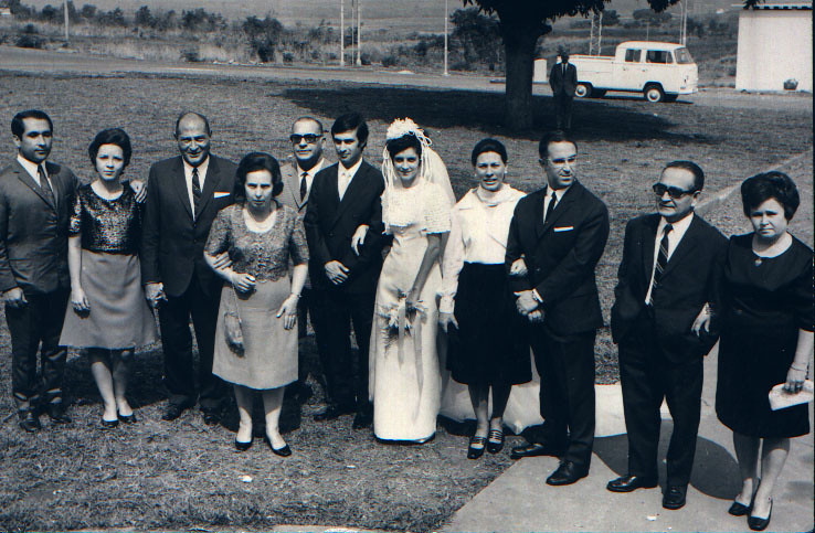Andrada 11/07/71. NANDA FERREIRA DA SILVA E RAUL O tenente (marido da Aninhas), a Aninhas, Sr. Valente, Dona Maria Luíza, Carvalho, os noivos, casal Ernesto Morais e casal Jesus