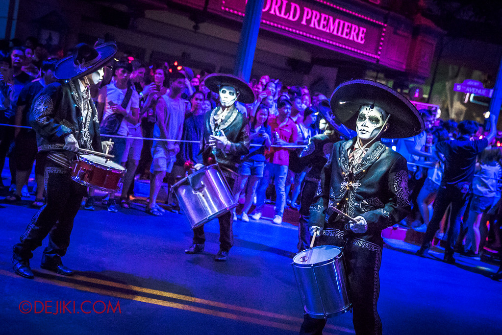 Halloween Horror Nights 6 - March of the Dead / Death March - The Band, Leader Z and drummers