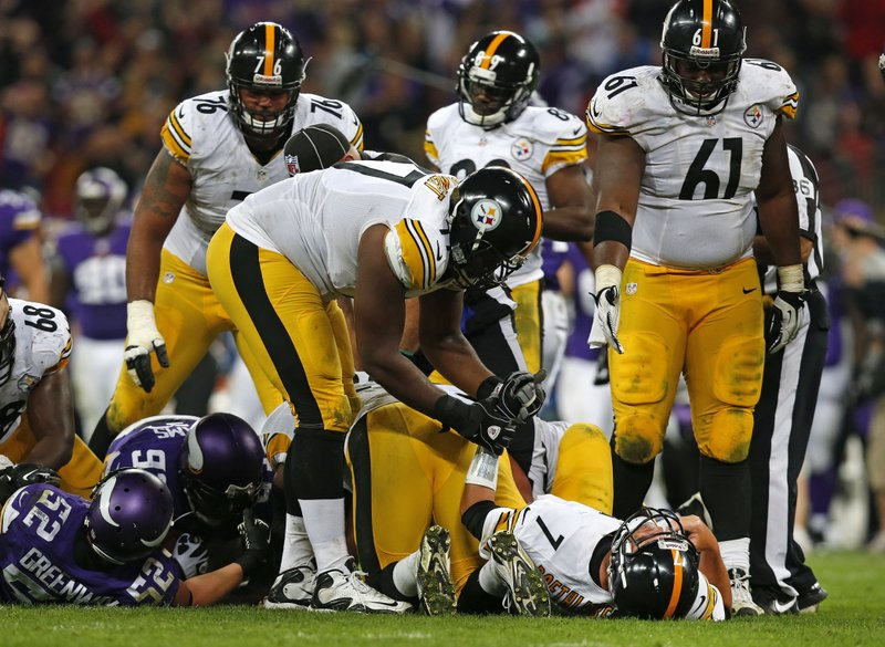 """. <p>2. (tie) PITTSBURGH STEELERS  <p>They�ve fallen, and they can�t get up until 2014. (unranked) <p><b><a href=\'http://www.twincities.com/sports/ci_24201747/vikings-find-quarterback-first-victory-london\' target=\""""_blank\""""> HUH?</a></b> <p>     (AP Photo/Sang Tan)"""
