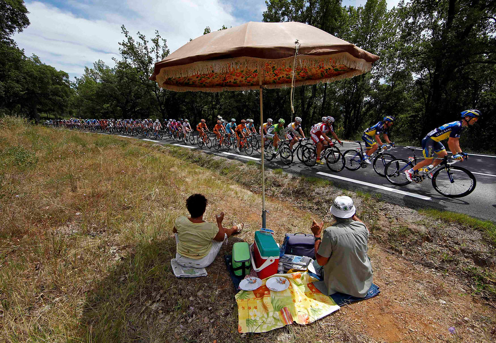 . Fans picnic as the pack of riders cycles on its way during the 228.5 km fifth stage of the centenary Tour de France cycling race from Cagnes-Sur-Mer to Marseille July 3, 2013.    REUTERS/Eric Gaillard