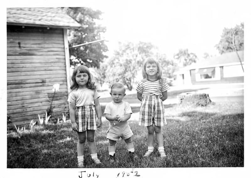 36 Old Nicol Photos - Ilene(3) Dave(15mon) Pam(4) 1952.jpg