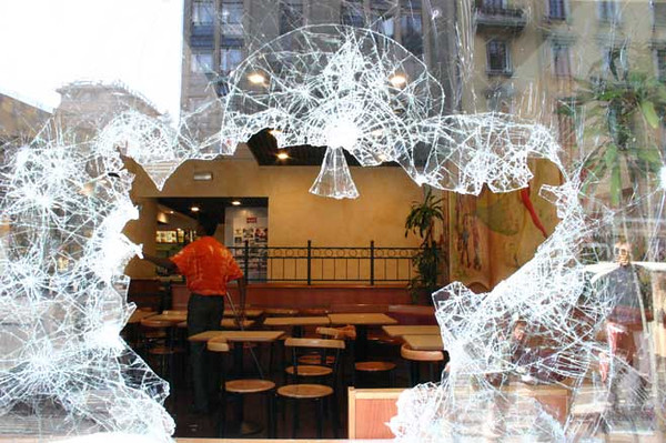 Mac Donald's window shop destroyed during the demonstration, 11 March 2006, Corso Buenos Aires, Milano
