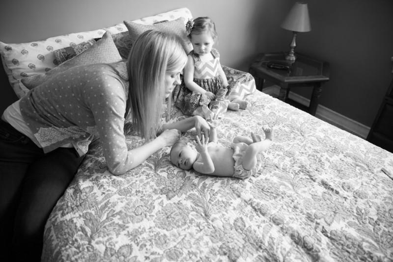 2014.03.30 Whitney Kronforst Newborn Photos B-W 28.jpg