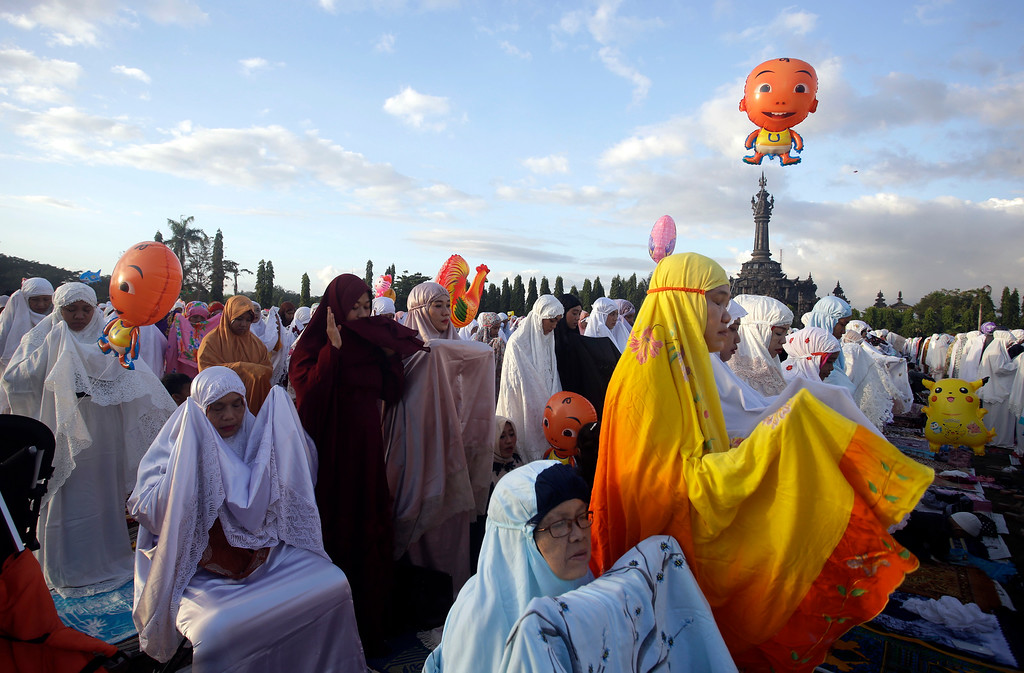 . Indonesian Muslim women perform at Eid al-Fitr prayers to mark the end of the holy fasting month of Ramadan in Bali, Indonesia, Friday, June 15, 2018. (AP Photo/Firdia Lisnawati)