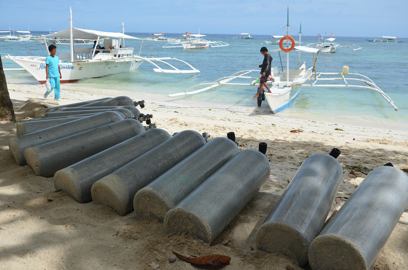 DSC_7073-alona-beach-air-tanks.JPG